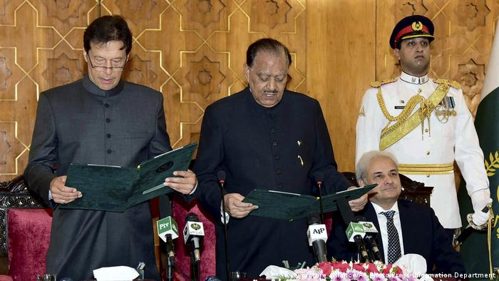 Pakistan - Imran Khan wird zum Premier vereidigt (picture alliance/AP Photo/Press Information Department)