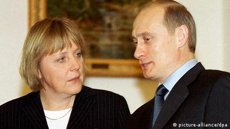 Putin welcomes Merkel in Moscow in 2002 (picture-alliance/dpa)