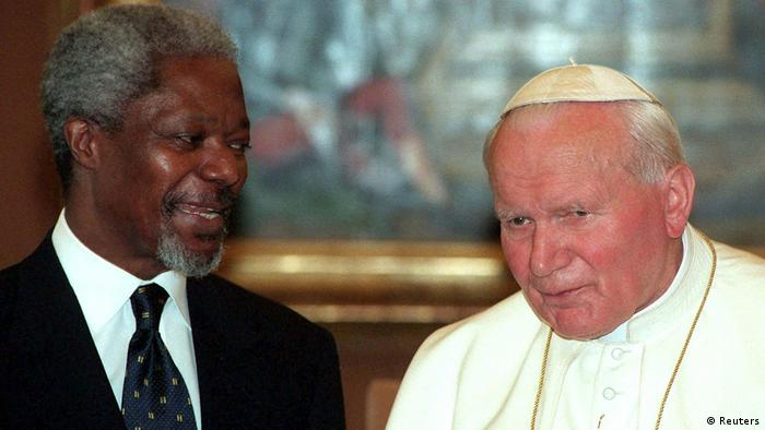 Pope John Paul II meeting Kofi Annan (Reuters)