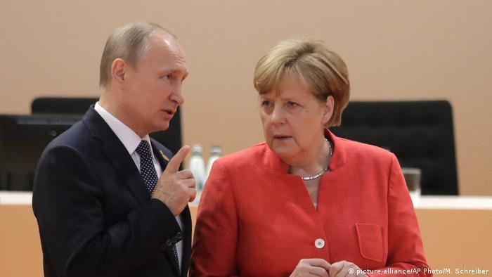 G20-Gipfel in Hamburg Merkel und Putin (picture-alliance/AP Photo/M. Schreiber)