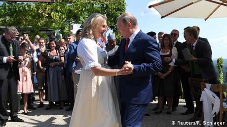 Путін станцював на весіллі очільниці  МЗС в Австрії та полетів до Меркель