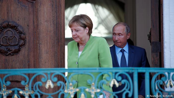 Недовольные ходом переговоров Ангела Меркель и Владимир Путин в 2018 году