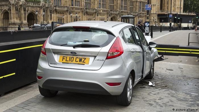 The car that was driven into people near Parliament (picture-alliance)