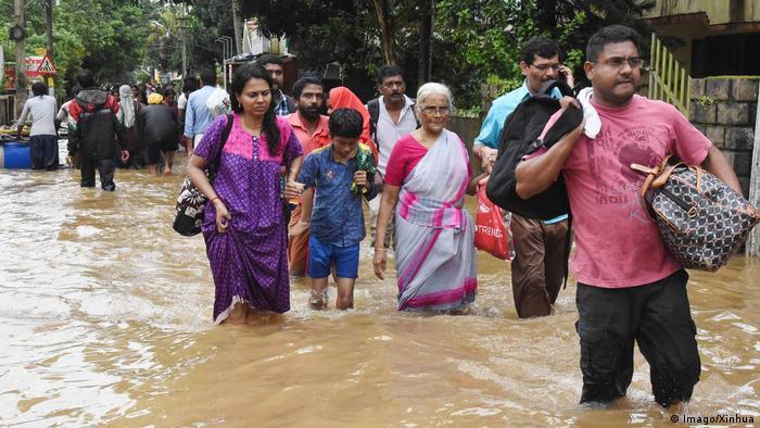 Überflutete Straße in Kochi (Indien) (Imago/Xinhua)