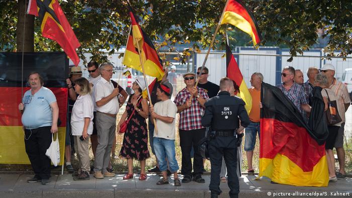 Deutschland Pegida Demonstranten in Dresden