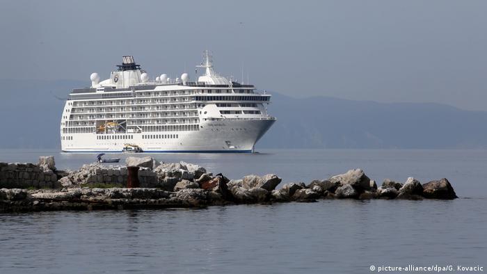 A cruise ship in Croatia (picture-alliance/dpa/G. Kovacic)