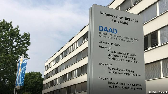 DAAD, berkantor di Jerman, memberikan kesempatan beasiswa pertukaran mahasiswa, dosen dan peneliti di seluruh dunia.
