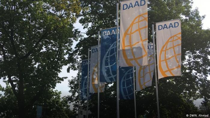 Deutschland Bonn - DAAD-Stipendiat Fathoni A. Musyaffa aus Indonesien macht eine Forschung im Bereich Informatik an der Uni Bonn (DW/N. Ahmad)