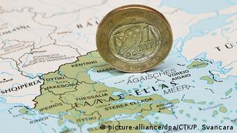 Монета номиналом в один евро на карте Греции