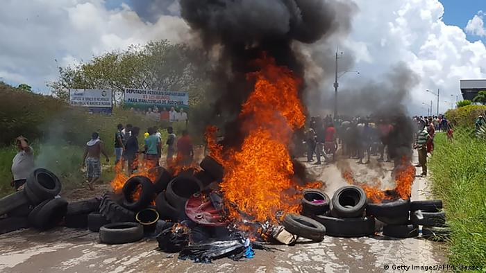Tires burn in the streets as Brazilians attack a makeshift camp in Venezuela (Getty Images/AFP/I. Dantes)