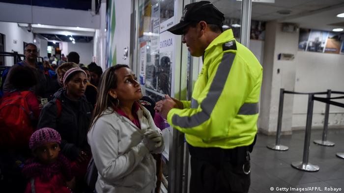 Después de un tiempo en el que unos 5.000 venezolanos por día quisieron entrar a Ecuador, desde Colombia, Quito decidió exigir pasaporte