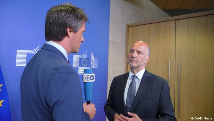 Pierre Moscovici im DW-Interview