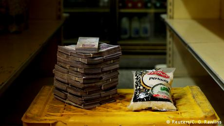 A package of 1kg of rice is pictured next to 2,500,000 bolivars