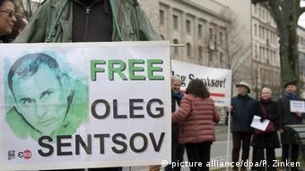 Активісти вимагають звільнення Олега Сенцова перед російським посольством у Берліні