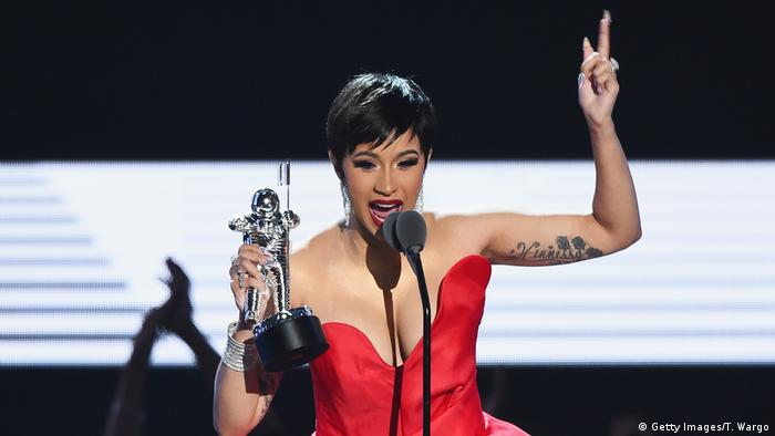 Rapper Cardi B with her trophy at the 2018 MTV Video Music Awards (Getty Images/T. Wargo)