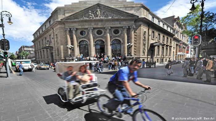 Parlamentsgebäude Mexiko (picture-alliance/R. Ben Ari)