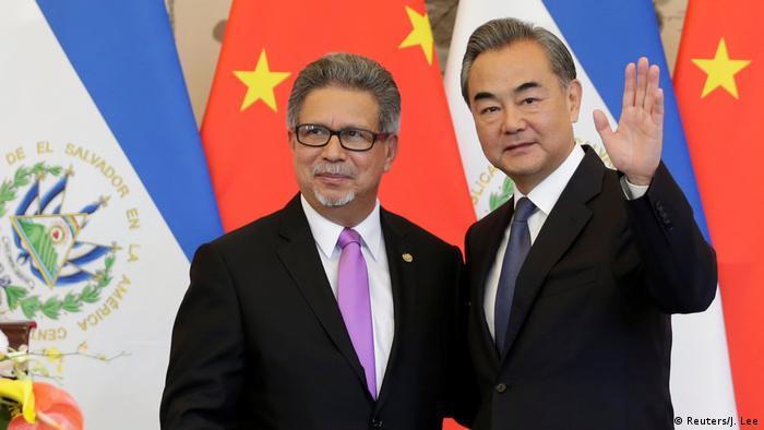 El Gobierno de Estados Unidos anunció hoy que reevaluará su relación con El Salvador, después de que el Ejecutivo salvadoreño anunciara el fin de relaciones diplomáticas con Taiwán en favor de intercambio con China. (24.08.2018).