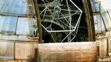 Das undatierte Handout des Instituto de Astrofisica de Canarias (IAC) zeigt auf einem am Computer nachbearbeiteten Foto die Sternwarte auf dem Roque de los Muchachos, dem mit 2400 Metern höchsten Gipfel der kleinen Kanaren-Insel La Palma. Darin befindet sich das gerade fertiggestellte Gran Telescopio Canarias, das bislang größte Spiegelteleskop der Welt. Credit: Pablo Bonet / Instituto de Astrofísica de Canarias dpa (zu dpa-Korr: Größtes Teleskop der Welt geht auf Galaxien-Jagd - nur zur redaktionellen Nutzung) +++(c) dpa - Report+++ pixel