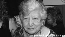 epa05080981 A picture made available on 25 December 2015 shows the founder of the Plaza de Mayo grandmother, Maria Isabel Chorobik de Mariani (C) with María Elena Wehrli(R) in Buenos Aires. It could have been the best piece of news for Grandmothers of Plaza de Mayo founder María Isabel _Chicha_ Chorobik de Mariani, but ended up being the most recent bitter disappointment. The National Genetic Database (BNDG) announced Friday that the woman who was introduced as Clara Anahí on Thursday is not her granddaughter snatched during the 1976-1983 dictatorship. The announcement came 24 hours after the Anahí Association _ the organization created by Mariani to locate her missing granddaughter _ informed that _Chicha_ had finally met with Clara Anahí, the baby snatched in 1976 when her mother was killed after a military attack. The woman, whose name is María Elena Wehrli, arrived at Mariani_s residence with the results of a DNA test carried out in CIGA, a private lab from Córdoba province. EPA/CARLOS CERMELE/dpa (zu dpa 'Kein Weihnachtswunder: Argentinische Oma sucht weiter Enkelin vom 26.12.2015) +++(c) dpa - Bildfunk+++ |