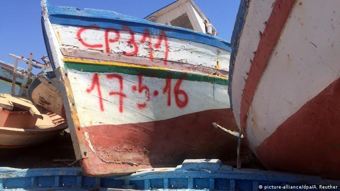 Italien Lampedusa - Touristenparadies mit Schiffsfriedhof