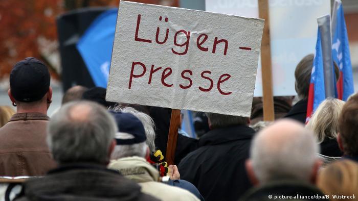 Deutschland Symbolbild Lügenpresse
