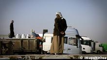 Grenze Irak Iran - Trucks die Waren in den Irak liefern