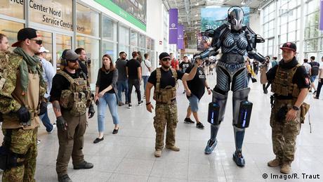 Motto 10. już edycji Gamescom to różnorodność zwycięży. Odnosi się to jak najbardziej do kostiumów, ale ma także obrazować rozwój w branży gier komputerowych. Ich twórcy idą w nowych kierunkach, takich jak rzeczywistość wirtualna, a gry komputerowe mogą być czymś więcej, niż tylko rozrywką. Podobnie jak w przypadku e-sportu mogą być używane profesjonalnie.
