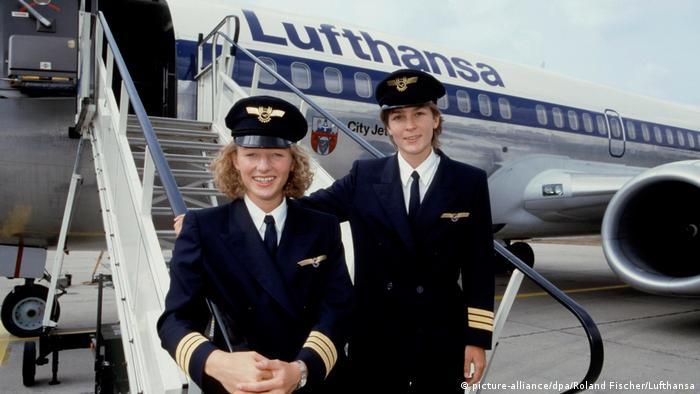 Frauen im Cockpit - Pilotinnen der Lufthansa (picture-alliance/dpa/Roland Fischer/Lufthansa)