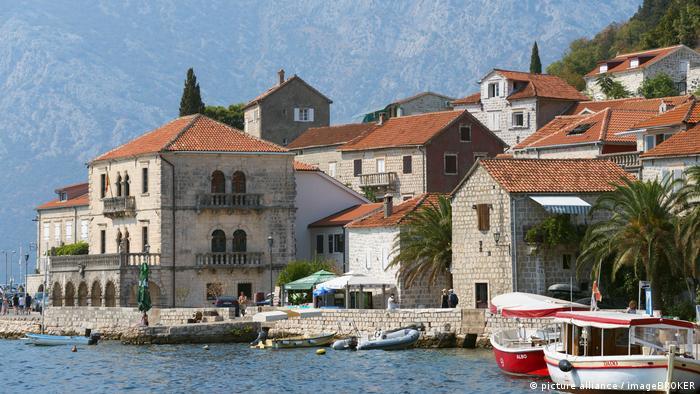 Montenegro Perast Bucht von Kotor (picture-alliance/imageBroker)