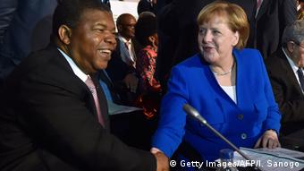 Angolan President Joao Lourenco und German Chancellor Angela Merkel (Getty Images/AFP/I. Sanogo)