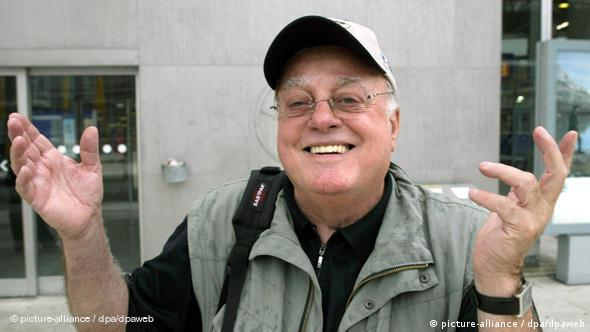 Vlado Stenzel se smije (arhivska snimka iz 2004.)