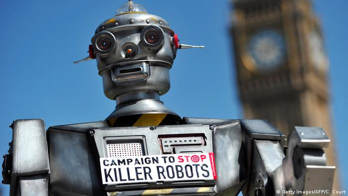 Mock robot with sign 'Campaign to stop killer robots' (Getty Images/AFP/C. Court)