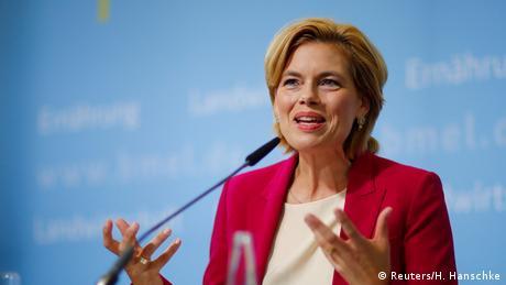 Министърката на земеделието, отговаряща и за защитата на потребителите, успява умело да лавира между лагерите на привържениците и на критиците на Меркел. Тази стратегия може да изстреля 45-годишната Кльокнер директно в канцлерството. На изборите в провинция Райнланд-Пфалц обаче сметките ѝ не излязоха. Кльокнер не зае ясна позиция по въпроса за бежанците - и загуби.