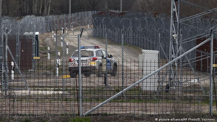 Grenzzaun an der Grenze zwischen Ungarn und Serbien