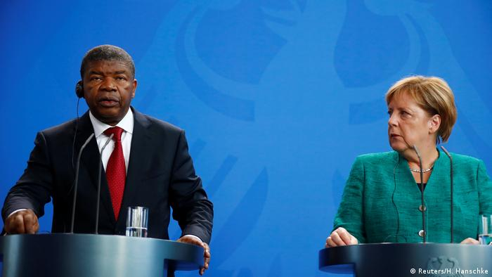 Angola's President Joao Lourenco (left) and German Chancellor Angela Merkel (right) (Reuters/H. Hanschke)