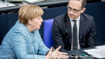 Deutschland Berlin Bundestag Angela Merkel und Heiko Maas