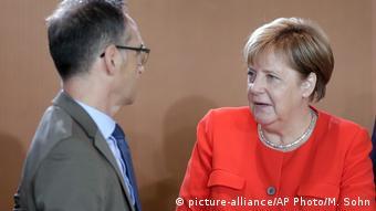 Ministrul de Externe Heiko Maas şi cancelara Angela Merkel (