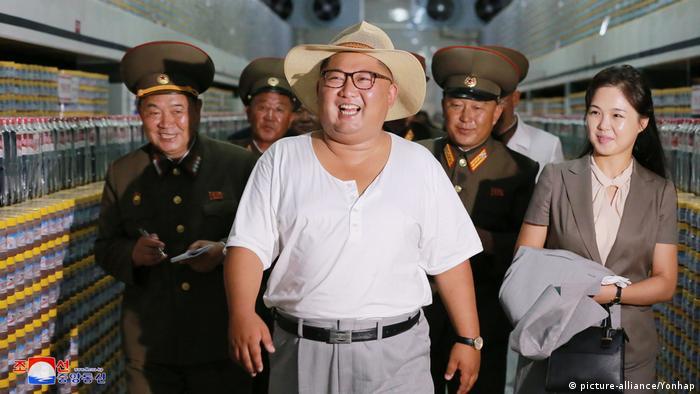 Nordkorea: Kim Jong Un besucht Fischfarm (picture-alliance/Yonhap)