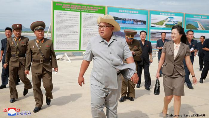 Nordkorea, Kumsanpho: Kim Jong Un besucht Fischfarm (picture-alliance/KCNA/UPI )