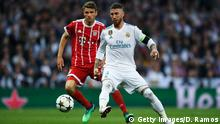 MADRID, SPAIN - MAY 01: Sergio Ramos of Real Madrid CF competes for the ball with Thomas Muller of FC Bayern Muenchen during the UEFA Champions League Semi Final Second Leg match between Real Madrid and Bayern Muenchen at the Bernabeu on May 1, 2018 in Madrid, Spain. (Photo by David Ramos/Getty Images)