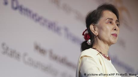 Singapore | Aung San Suu Kyi (picture-alliance/AP Photo/D. Wong)