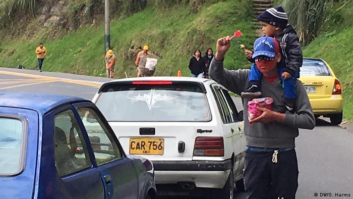 Refugiados venezuelanos se viram como podem em Ipiales