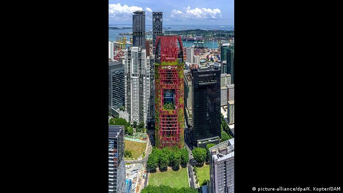 Nominados al Premio Internacional de Rascacielos 2018 - Oasia Hotel Downtown de WOHA (picture-alliance/dpa/K. Kopter/DAM)