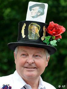 Ein Richard-Wagner-Fan, der sich selber Humor Schorsch nennt (Foto: AP Photo/Christof Stache)