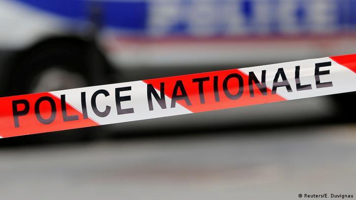 Paris Frankreich Symbolbild Polizeiabsperrung