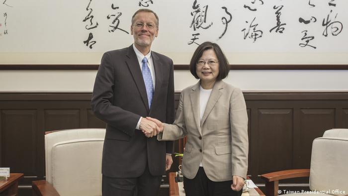 Taiwan Tsai Ing-Wen und Brent Christensen. (Taiwan Presidential Office)