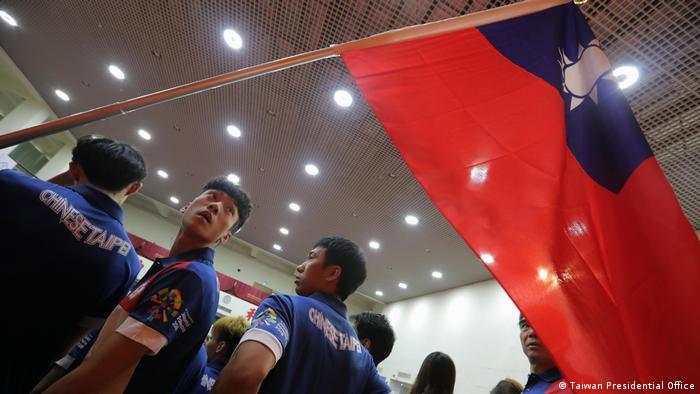 Taiwan Athleten mit Taiwanesischer Flagge
