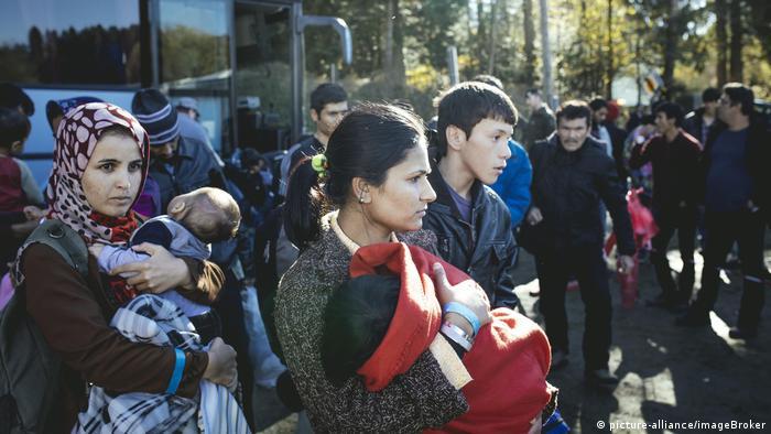 Refugees arriving in Austria