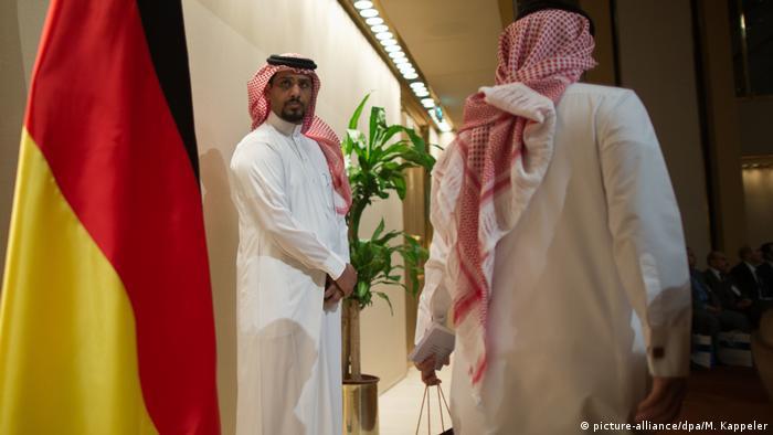 Wirtschaftsminister Rösler besucht Saudi Arabien (picture-alliance/dpa/M. Kappeler)