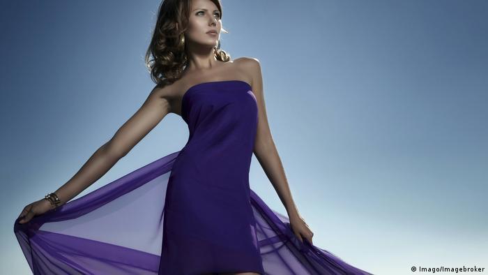 woman wearing purple dress (Imago/Imagebroker)